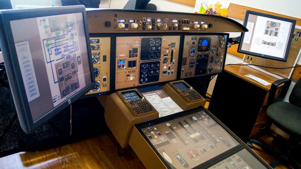 Виртуальный процедурный тренажёр самолёта Boeing 767-300